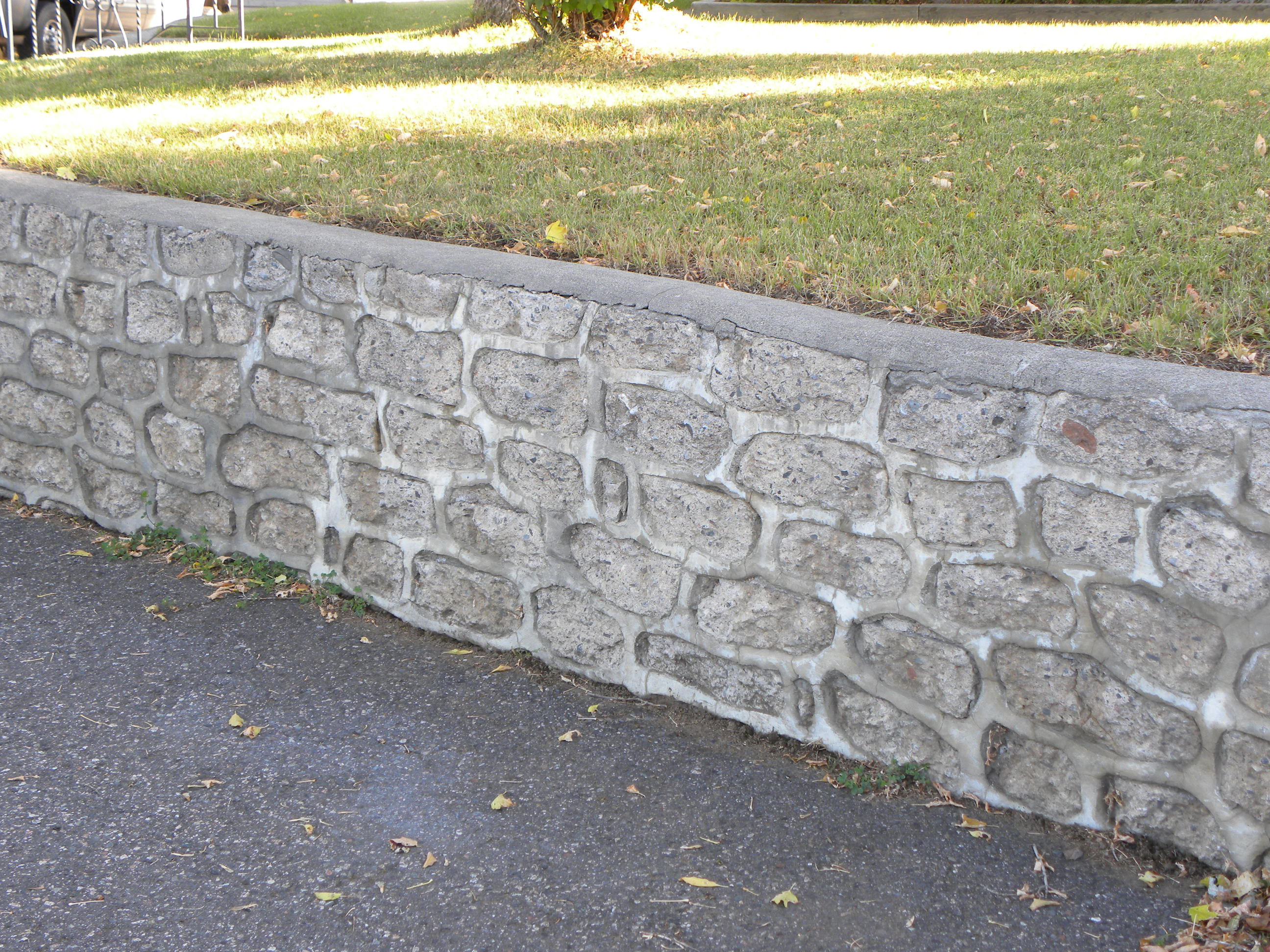 concrete rubble block retaining wall note the cap - Concrete Retaining Wall Design Example