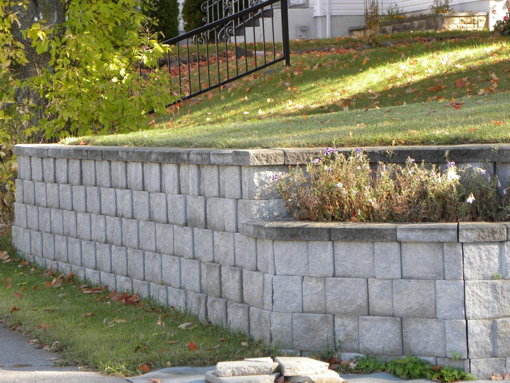concrete block retaining wall neat and maintenance free