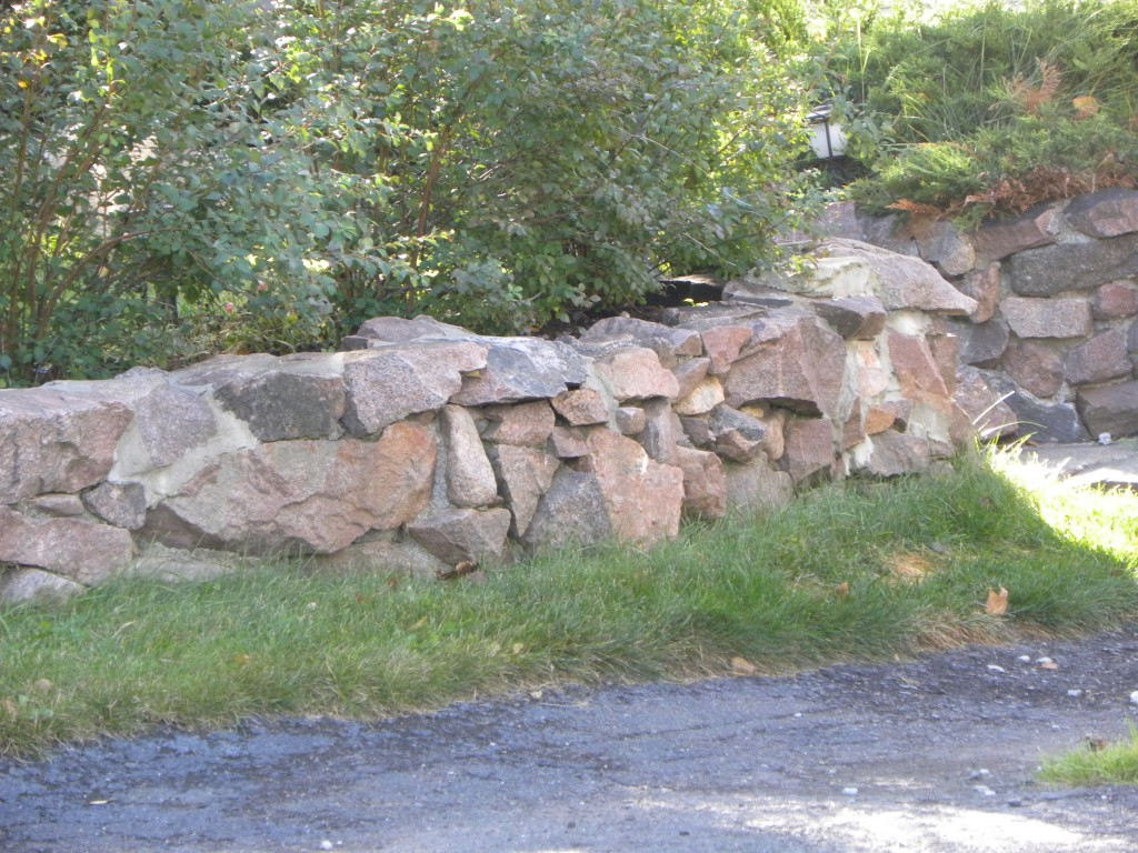 How To Build A Retaining Wall Using The Dry Stone Method